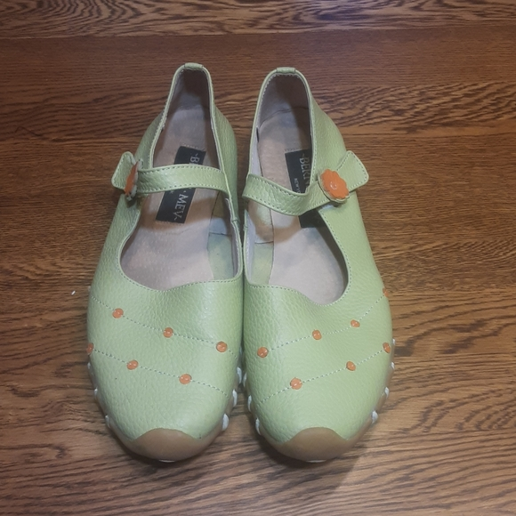 Women's preowned Berne Mev shoes 40 $ 29.00 # 1436